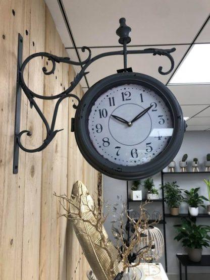 Horloge de gare grise